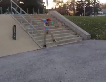 """Virales Video """"Glück im Unglück – statt Skateboard einfach den Arsch verwenden"""""""