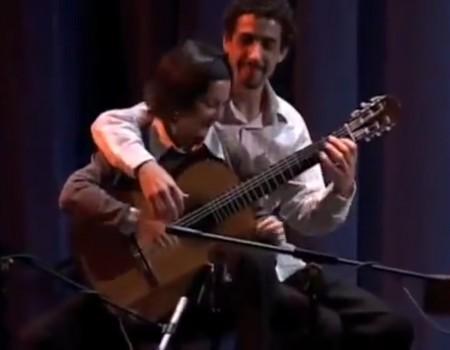 """Virales Video """"Gitarre zu zweit spielen mit 29 Millionen Aufrufen"""""""