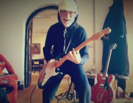 """Virales Video """"Helge Schneider meldet sich bei Facebook mit einem Gitarrensolo"""" erreicht mehr als 270.000 Klicks"""