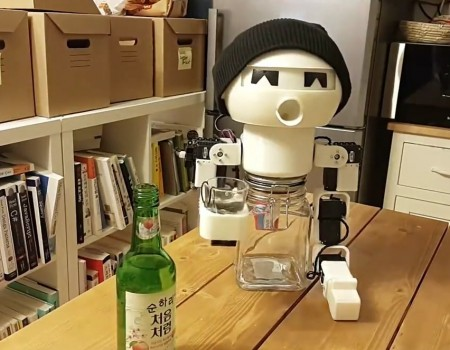 "Virales Video ""Robot Drinking Wingman"""