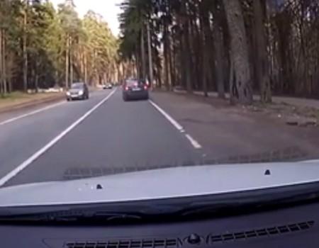"""Virales Video """"Motorradfahrer zur falschen Zeit am falschen Ort"""""""