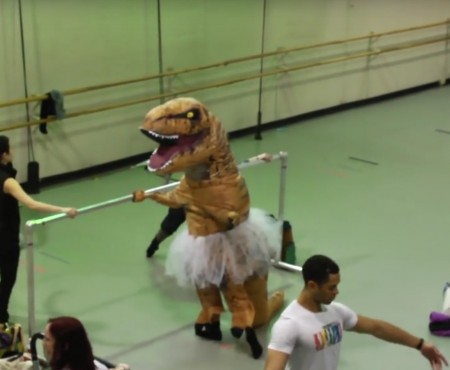 "Virales Video ""T-Rex tanzt Ballet"""