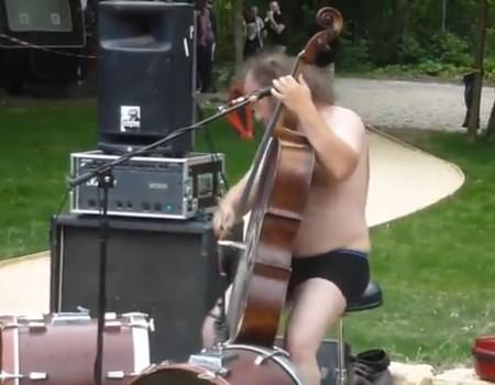 """Virales Video """"Mit dem Cello auf'm Metal Festival"""""""
