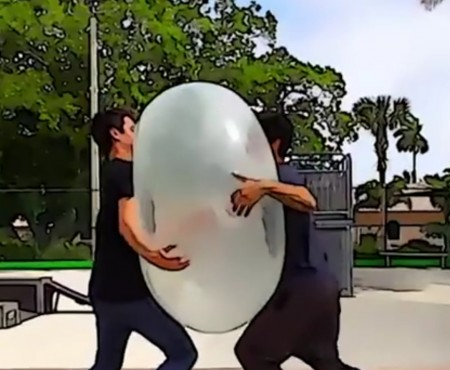 "Virales Video ""Giant Bubble Ball"""