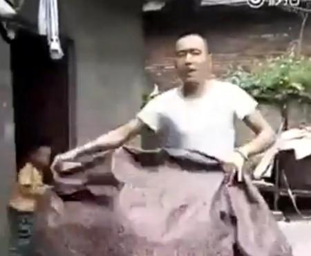 """Virales Video """"Zaubertrick mit einer Decke"""""""