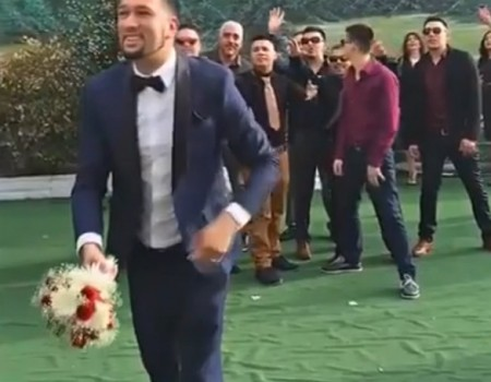 "Virales Video ""Bräutigam wirft Brautstrauß"""
