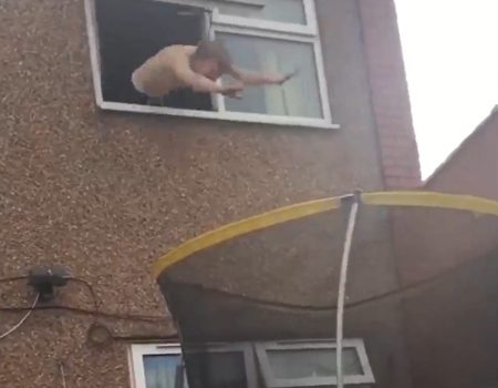 """Virales Video """"Kopfsprung vom Fenster auf's Trampolin"""""""