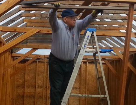 "Virales Video ""Hobbyhandwerker Edward Olsen nimmt oscarreifen Leiter-Fall mit Humor"""
