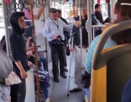 """Virales Video """"Transantiago-Busfahrer aus Santiago steht offenbar nicht auf musikalische Laute"""""""