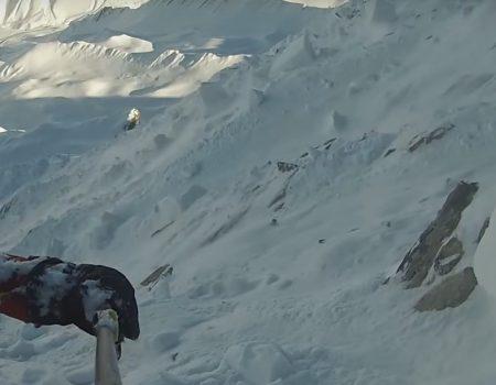 """Virales Video """"Knapp einer Lawine beim Snowboarden entkommen"""""""