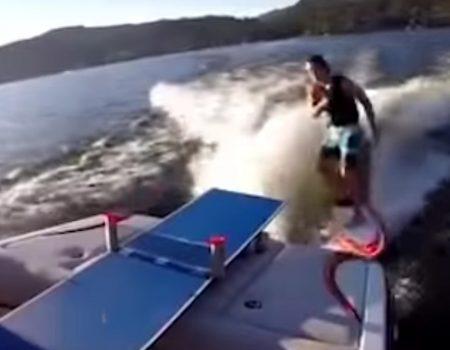 """Virales Video """"Ausgefallen Tischtennis spielen mit einem Wakeboard und einer Yacht"""""""