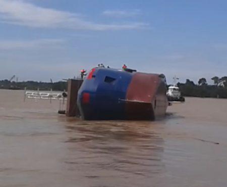 """Virales Video """"Missglückte Schiffstaufe der Malaysian Yard 387 in Malaysia verursacht Schieflage"""""""