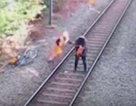 "Virales Video ""Betrunkener Fahrradfahrer vor herannahendem Zug gerettet"""