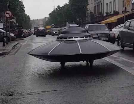 """Virales Video """"Ufo ohne Verkehrszulassung in Gorey Wexford in Irland ruft die Polizei auf den Plan"""""""