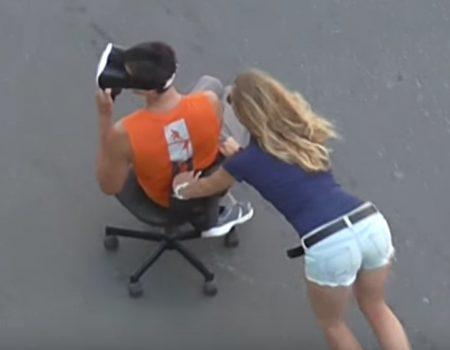 """Virales Video """"Virtual Reality gemeinsam mit der Freundin an der frischen Luft genießen"""""""