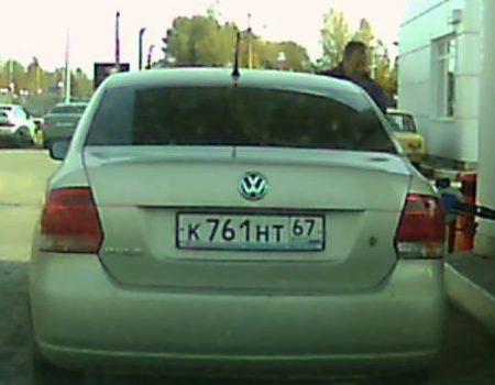 """Virales Video """"Russischer Autofahrer fährt während dem Tanken los und nimmt Zapfsäule mit"""""""