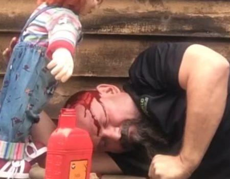 """Virales Video """"Chucky die Mörderpuppe soll den eigenen Vater vor der Tür ermordet haben"""""""