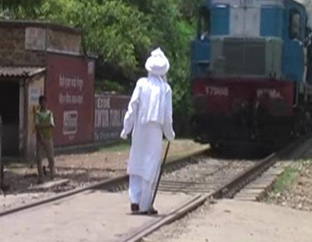 """Virales Video """"Einwohner der Stadt Bhadohi im Bundesstaat Uttar Pradesh will leichtsinnigerweise Gott spielen"""""""