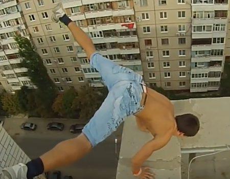"""Virales Video """"Handstand auf dem Dach eines 10-stöckigen Wohnkomplexes in Russland"""""""