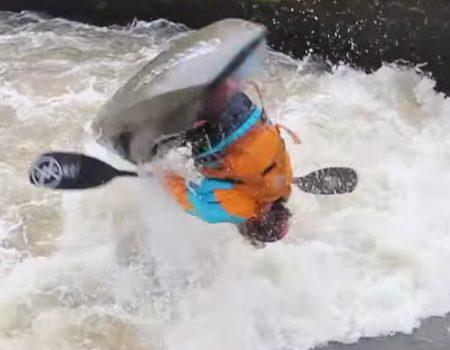 """Virales Video """"Geübter Kajak-Fahrer mit einem Freestyle-Looping in einem Fluss in Kanada"""""""