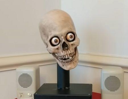 """Virales Video """"Project Yorick gibt Amazon's Alexa endlich ein ansehnliches Äußeres an Halloween"""""""