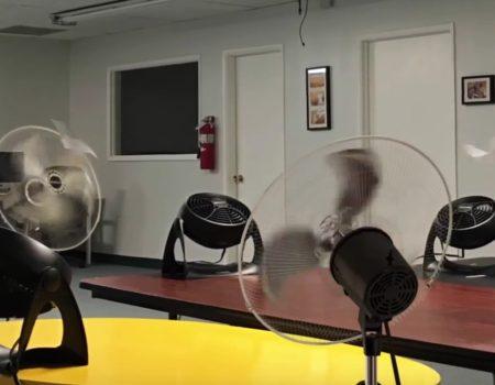 """Virales Video """"Nerds kreieren in Büroräumen Papierflugzeuge in einer unendlichen Installation"""""""