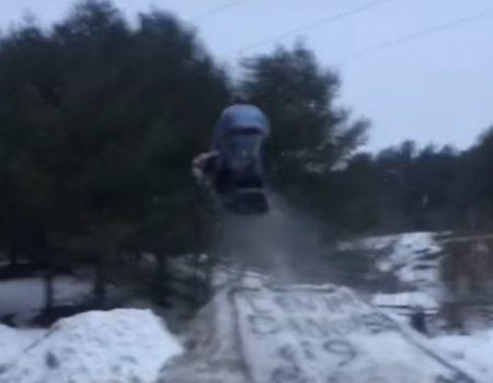 """Virales Video """"Selbstgebaute Schanze mit etwas Schnee und Wasser war wohl etwas zu weit entfernt"""""""