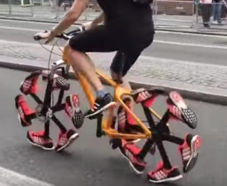 """Virales Video """"Das Schuh-Fahrrad ist eine echte Alternative zum nervigen Aufpumpen von Reifen"""""""