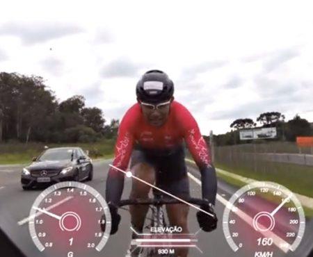 """Virales Video """"Radfahrer bricht in Curitiba, Paraná, Brasilien den Weltrekord als schnellster Mensch auf einem Fahrrad"""""""