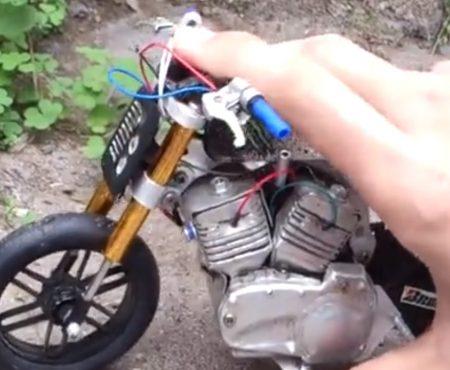 """Virales Video """"Ein Künstler aus Vietnam hat ein funktionierendes Miniatur-Motorrad designgetreu dem Bott XR-1 gebaut"""""""