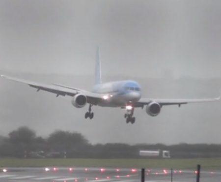 """Virales Video """"TUI-Pilot landet auf dem Flughafen in Bristol, England bei stürmischem Wetter seitwärts und zeigt sein ganzes Können"""""""