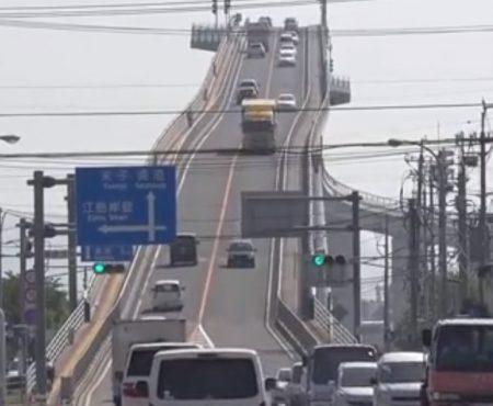 """Virales Video """"Die weltberühmte Achterbahn-Brücke namens Eshima Ohashi auf der einige schon Panikattacken bekommen haben"""""""