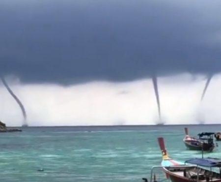 """Virales Video """"Unglaubliche vierfache Wasserfontäne begeistert Touristen auf der abgelegenen thailändischen Urlaubsinsel Koh Lipe"""""""