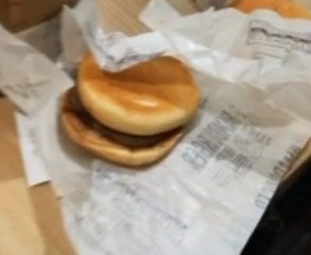 """Virales Video """"Zwei junge Lifehacker zeigen wie man im McDonalds 10 Burger bestellen kann ohne dafür zu bezahlen"""""""